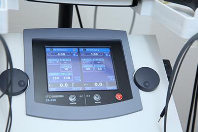さかき接骨院総合刺激装置写真