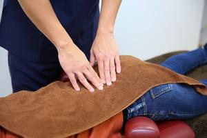瑞穂市さかき接骨院の腰痛施術写真